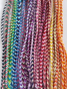 Yarn Bracelets, Diy Bracelets Easy, Embroidery Bracelets, Summer Bracelets, Bracelet Crafts, Braided Bracelets, Fishtail Friendship Bracelets, Homemade Bracelets, Fishtail Bracelet