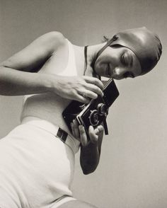 Eva Besnyö, Selfportrait, 1930.