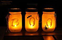 HALLOWEEN DECO IDEA: Mason Jars Luminaries ( flameless tea lights glitter blast (diamond dust) spray paint frosted glass spray paint sponge brush embellishments sponge brush decorative mason jar lids 2″ Alphabet Stickers twine mason jars) (Tute)