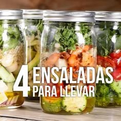 We present these four salads that are ideal to prepare the day before and take it to the office. They are very healthy and the best thing is that they have a unique flavor. de ensalada almuerzos faciles y saludables Salads To Go, Easy Salads, Quick Healthy Lunch, Healthy Eating, Recipe For Onion Pie, Healthy Options, Healthy Recipes, Frozen Meals, Food Preparation