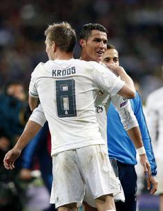 Toni Kroos congratulates Cristiano Ronaldo for hat trick vs Wolfsburg in the UCL quarter-finals #RMUCL #halamadrid