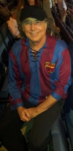 Serrat con una camiseta de los años 40.
