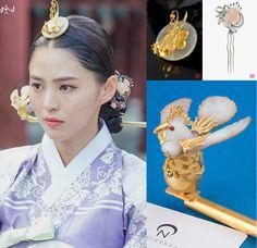Korean Hanbok, Korean Dress, Korean Outfits, Korean Traditional Dress, Traditional Fashion, Traditional Dresses, Climbing Earrings, Messenger Bag Patterns, Korean Accessories
