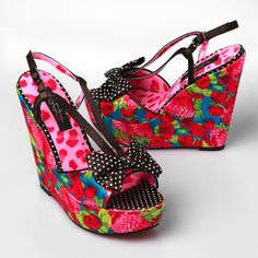 GREAT summer shoes1 I would love to wear these with some black shorts or capris and a tank top.