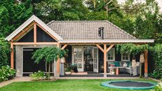 Pergola Front Of House Small Country Homes, Log Cabin Plans, Outside Pool, Farmhouse Front Porches, Backyard Patio Designs, Garden Buildings, Contemporary Garden, Patio Roof, Cool Pools