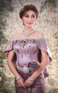 Indian Fashion Dresses, Asian Fashion, Girl Fashion, Thai Traditional Dress, Traditional Outfits, Drape Dress Pattern, Culture Clothing, Khmer Wedding, Pakistani Bridal Wear