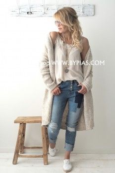 Mode Outfits, Stylish Outfits, Mode Ab 50, Look Jean, Boho Fashion, Fashion Outfits, Beige Outfit, Jeans Boyfriend, Beige Cardigan