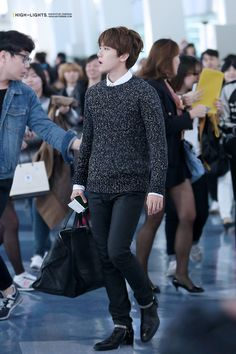 Gimpo Airport to Busan Airport Korean Fashion, Mens Fashion, Fashion Outfits, Baekhyun, Airport Style, Airport Fashion, My Little Baby, Korean Men, Korean Outfits