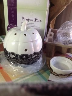 d86c9d2d2433 Scentsy  Pumpkin Lace  Full Size Warmer New Fall White With Bulb  Scentsy