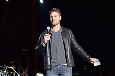 Justin Hartley Photos Photos - Actor Justin Hartley introduces Nick Jonas onstage at Entertainment Weekly's PopFest at The Reef on October 2016 in Los Angeles, California. Justin Hartley, Melissa Benoist, Entertainment Weekly, Nick Jonas, Smallville, Jared Padalecki, Sexy Men, This Is Us, Pop Culture