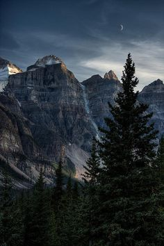 xeauty:  road to moraine lake at dusk, inset by backpackphotography on Flickr.