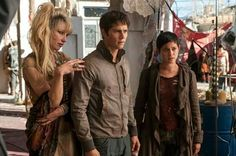 The first stills from The Maze Runner: The Scorch Trials have hit the web! People Magazine has exclusively revealed the first images from The Scorch Trials, the second film in The Maze Runner serie. Dylan Thomas, Dylan O'brien, Thomas Brodie, Saga Maze Runner, Maze Runner Trilogy, Maze Runner The Scorch, James Dashner, Entertainment Weekly, Black Mass