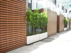 sometimes i drift to the more contemporary, clean look. i . love . this. trellis screen.