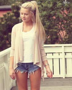 Love the relaxed, layed back look of cut-off shorts and ponytail