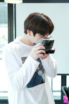 Find images and videos about kpop, bts and jungkook on We Heart It - the app to get lost in what you love. Jungkook 2018, Vlive Bts, Bts Kim, Maknae Of Bts, Jungkook Oppa, Bts 2018, Bts Bangtan Boy, Namjoon, Taehyung