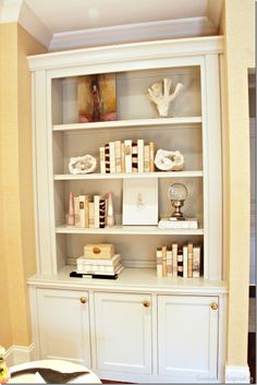New wall display case bookcase styling ideas Small Bookshelf, Bookshelves Built In, Bookcases, Bookshelf Ideas, Teal Master Bedroom, Woman Bedroom, Apartment Bedroom Decor, Apartment Living, Apartment Ideas