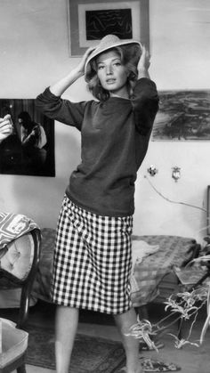 Monica Viiti - L'Avventura (Antonioni, 1960).  Gingham pencil skirt.