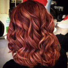 Hair Color Auburn, Auburn Hair, Hair Color Dark, Red With Highlights, Hair Highlights, Red Balayage Hair, Wedding Hair Colors, Red Hair Woman, Bright Red Hair