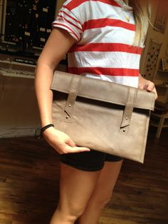 """""""Rubyassata's handmade leather purses are stunning!"""" Why am I so obsessed with faded leather? I need to break the addiction. Young Blood, Recycled Fashion, Young Fashion, Handmade Leather, Slow Fashion, Leather Purses, Addiction, Recycling, Sewing"""