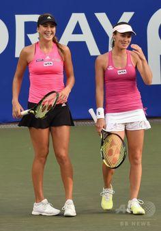 女子テニス、東レ・パンパシフィック・オープン(Toray Pan Pacific Open 2014)ダブルス1回戦。試合に臨むマルチナ・ヒンギス(Martina Hingis、右)/ベリンダ・ベンチッチ(Belinda Bencic)組(2014年9月16日撮影)。(c)AFP/Toru YAMANAKA ▼17Sep2014AFP|ヒンギスとベンチッチの夢のペアが初戦突破、パンパシフィック・オープン http://www.afpbb.com/articles/-/3026087