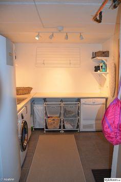 tvättstuga,tvättsortering,torkställning,strykbräda Modern Laundry Rooms, Laundry Room Design, Small Room Bedroom, Bedroom Decor, Interior Design Living Room, Living Room Designs, Drying Room, Laundry Room Inspiration, Laundry Room Remodel