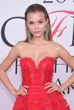 How Slick Hair Became the Supermodels Answer to Beach Waves - Josephine Skriver Slick Hairstyles, Funky Hairstyles, Party Hairstyles, Formal Hairstyles, Summer Hairstyles, Hairstyles Haircuts, Wedding Hairstyles, Sleek Ponytail, Josephine Skriver