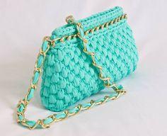 "Der neue Trend in Handarbeit - Garne ""Band"" Crochet Clutch, Crochet Handbags, Crochet Purses, Fabric Yarn, Love Crochet, Knitted Bags, Handmade Bags, Purses And Handbags, Coin Purse"