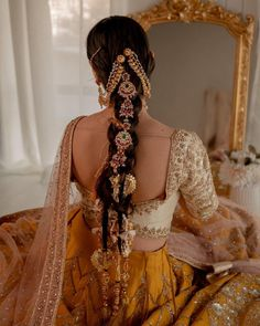 Current Fixation: Glimmering Chand Chotis For A Chic Bridal Hairstyle | WedMeGood