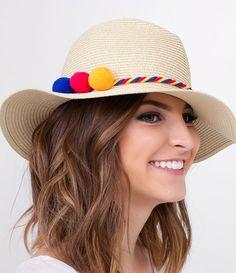 Chapéu feminino  Modelo de praia  Com pompons coloridos  Marca: Bossa Nossa  Material: papel (resistente a umidade da água)  Composição: 100% fibra de papel     COLEÇÃO VERÃO 2018     Veja outras opções de    chapéus femininos.