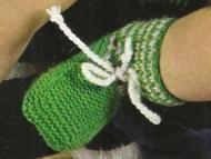 """Schemi a maglia: """"Scarpine verdi per neonato"""""""
