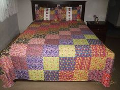 Colcha de Retalhos Chita Casal Big Block Quilts, Quilt Block Patterns, Pattern Blocks, Quilt Blocks, Square Quilt, Bed Covers, Projects To Try, Blanket, Pillows