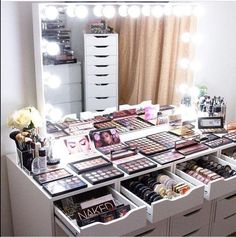 Makeup Palette Holder through Makeup Storage Drawers until Makeup Revolution Conceal And Define; Makeup Storage Ideas For Small Spaces off Makeup Forever King Of Prussia Mall Makeup Beauty Room, Makeup Room Decor, Makeup Rooms, Makeup Studio Decor, Makeup Storage, Makeup Organization, Makeup Collection Storage, Storage Organization, Room Decor Bedroom
