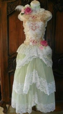 What is shabby chic? Shabby Chic Crafts, Shabby Chic Style, Dressy Dresses, Nice Dresses, Amazing Dresses, Dress Form Mannequin, Wedding Dress With Veil, Altered Couture, Pink Tulle