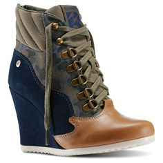 Girl Next Door Fashion. Keys To Finding The Best Sneakers For Women. Are you shopping for the best sneakers for women? Popular Sneakers, Best Sneakers, Sneakers Fashion, Ladies Sneakers, Black Wedge Boots, Brown Boots, Reebok, Shoe Boots, Shoe Bag