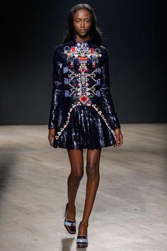Mary Katrantzou Fall 2014 RTW - Runway Photos - Fashion Week - Runway, Fashion Shows and Collections - Vogue Mary Katrantzou, Greek Fashion, Live Fashion, Fashion Show, Fashion Design, Fashion Weeks, Fashion Guide, Review Fashion, 2014 Fashion Trends