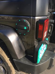 License plate cover and gas tank details mint green Jeep Jk, Jeep Rubicon, Jeep Truck, Jeep Wrangler Accessories, Cool Jeep Accessories, Green Jeep Wrangler, Blue Jeep, Pink Truck, Jeep Mods