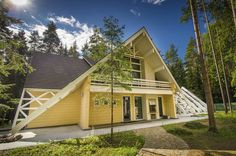 Photos: Rovaniemi Log houses and wooden homes from Finland images Modern Contemporary Homes, Lappland, Getaway Cabins, House Made, Log Homes, Finland, Cottage, Traditional, House Styles