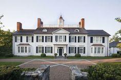 Classic Garden, Classic House, Big Houses, White Houses, Exterior House Colors, Exterior Design, Colonial Exterior, Traditional Exterior, My Dream Home