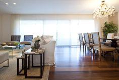 Um décor clean e clássico. Veja: http://www.casadevalentina.com.br/projetos/detalhes/clean-e-classico-623 #decor #decoracao #interior #design #casa #home #house #idea #ideia #detalhes #details #style #estilo #casadevalentina #clean #classic #classico
