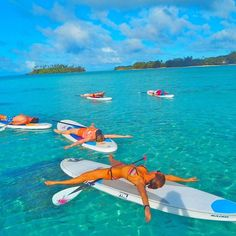 Great write up on my #supyoga retreats in the cookislands in Melbourne #theage . See story here: theage.com.au/travel/poses-with-a-paddle x @naishsup @oneill_womens_oz @oneilloz @vonzipper @babygaustralia #surffcs #press #media #corpsepose #yoga #workoutonwater #bestoftheday #beautiful