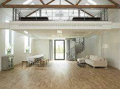 love the simplicity fo living!!! minimalistic!!! loft-mezz-inspace