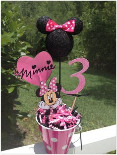 Minnie Mouse Birthday Centerpieces that i must do if i have a little girl ha Theme Mickey, Minnie Mouse Theme Party, Minnie Mouse 1st Birthday, Mickey Party, Third Birthday, 3rd Birthday Parties, Mouse Parties, Birthday Fun, Birthday Ideas