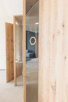 Ausstattung Büroräume und Wandvertäfelungen in Wildeichenfurnier, Science Tower Graz Divider, Tower, Science, Room, Home Decor, Graz, Oak Tree, Products, Bedroom