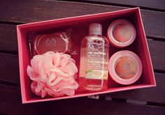 The Body Shop grapefruit body set, I LOVE this scent! Body Shop At Home, The Body Shop, Beauty Care, Beauty Skin, Bath And Shower Products, Perfume, Pink Grapefruit, Body Mist, Body Lotions