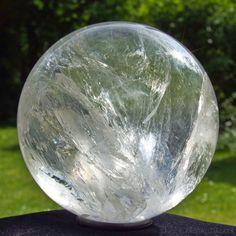 Schöne lebhafte Bergkristall Kugel 75 mm 601 g Brasilien