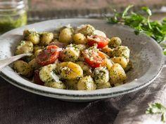 Italien in der Schüssel: Gnocchi-Pesto-Salat Caprese