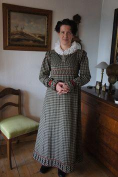 Kleidung um 1800: 1815 Merveilleuse Robe Quadrillée