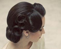 10 coiffures de mariée très « pin-up »