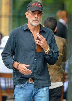 Older Mens Fashion, Old Man Fashion, Best Casual Shirts, Jeffrey Dean Morgan, Hipster Man, Minimal Fashion, Sexy Men, Men Casual, Mature Mens Casual Fashion