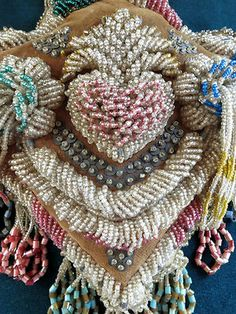 Beautiful native bead work Haudenosaunee beadwork whimsy on steroids! Indian Beadwork, Native Beadwork, Native American Beadwork, Native American Crafts, Native American Artifacts, Native Design, Beading Techniques, Sewing Art, Sewing Notions